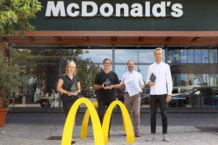 V.l.n.r.: Bisi Andrejevic (Senior Client Manager, OMD), Andreas Spielvogel (Executive Creative Director, DDB), Marcus Zinn (Director Sales, EPAMEDIA), Benedikt Böcker (Director Marketing, McDonald's Österreich). © EPAMEDIA